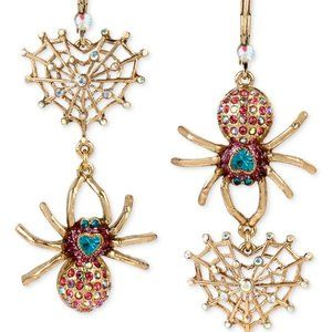 BETSEY JOHNSON - Mismatch Spider and Web Earrings